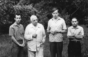 На дачі у вчителя (зліва направо): Валентин Сильвестров, Борис Лятошинський, Ігор Блажков, Віталій Годзяцький