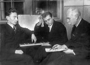 Левко Ревуцький з учнями Анатолієм Коломійцем і Віталієм Кирейком. 1947 р.