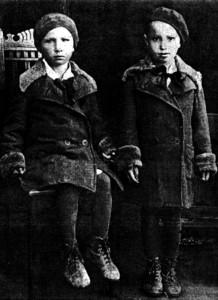 Женя і Люся Мірошниченки. 1941 р.