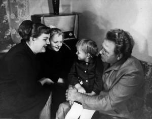 Подружжя Білашів із донями Оксаною та Олесею