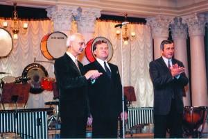На відкритті «Київ Музик Фесту-1999» (зліва направо): Михайло Степаненко, Володимир Рожок, Іван Карабиць