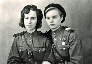 Олена Андрєєва, регулювальниця вуличного руху. 1947 р.